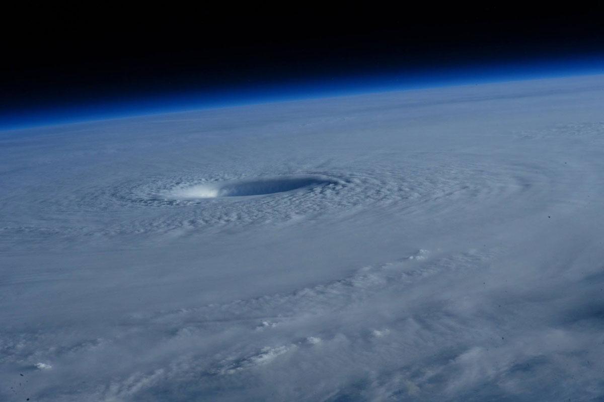 Cупертайфун «Майсак» - фото из космоса - 8