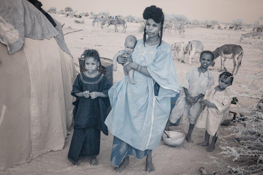 Кочевые племена Нигера в инфракрасных фотографиях Терри Голд-6
