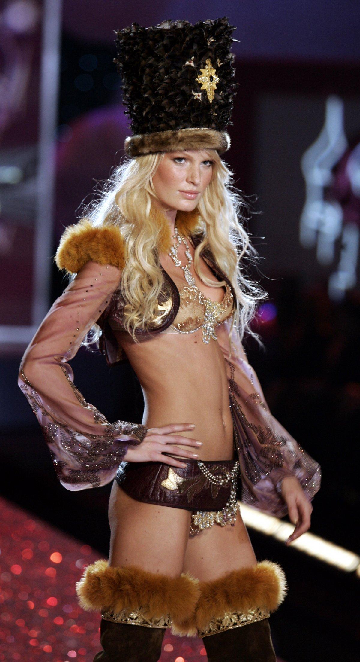 Pokaz mod Victorias Secret 11