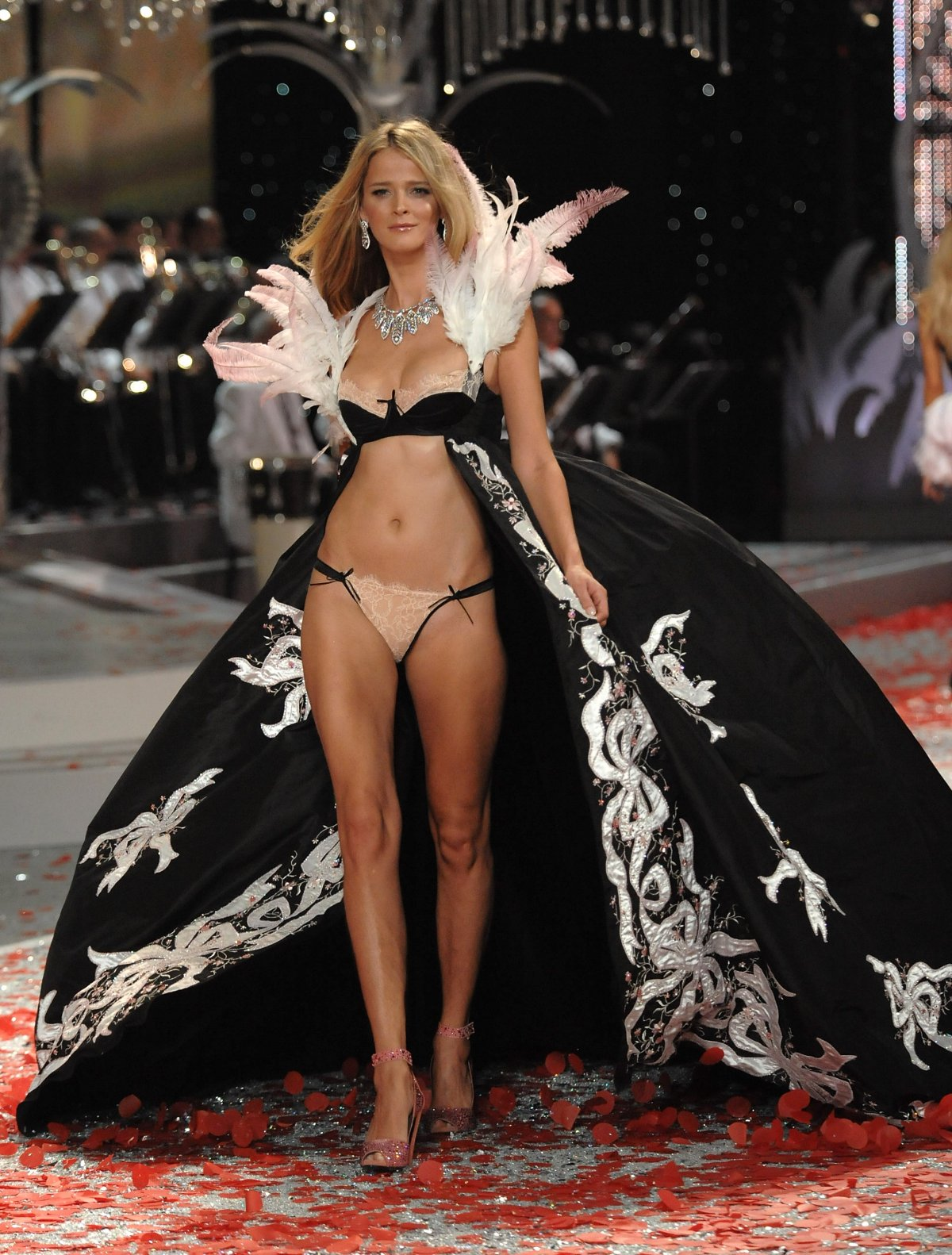Pokaz mod Victorias Secret 16