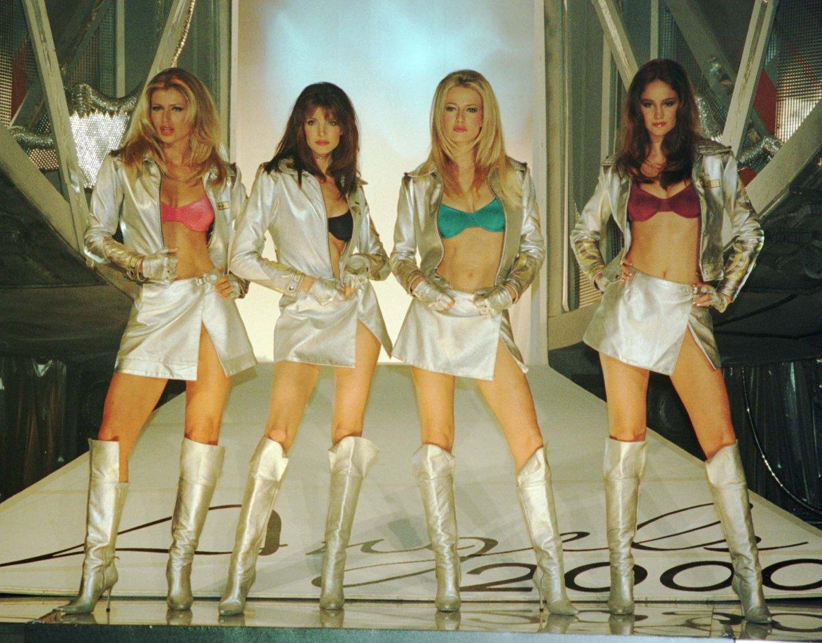 Pokaz mod Victorias Secret 2