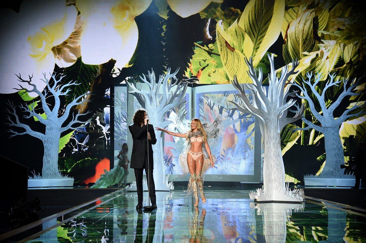 Pokaz mod Victorias Secret 26