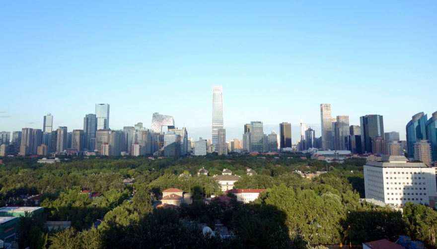 В Пекине приостановили работу заводов и автомобильное движение, чтобы показать жителям чистое небо-11