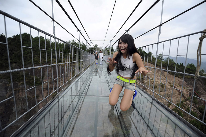 В Китае построили самый длинный стеклянный мост в мире для храбрецов - 2