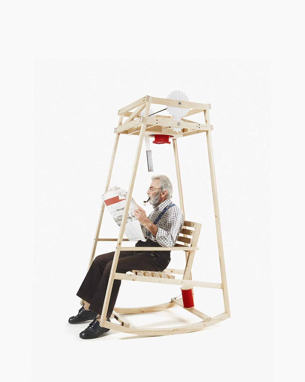 Кресло-качалка, которое свяжет вам шапку, пока вы читаете газету-2