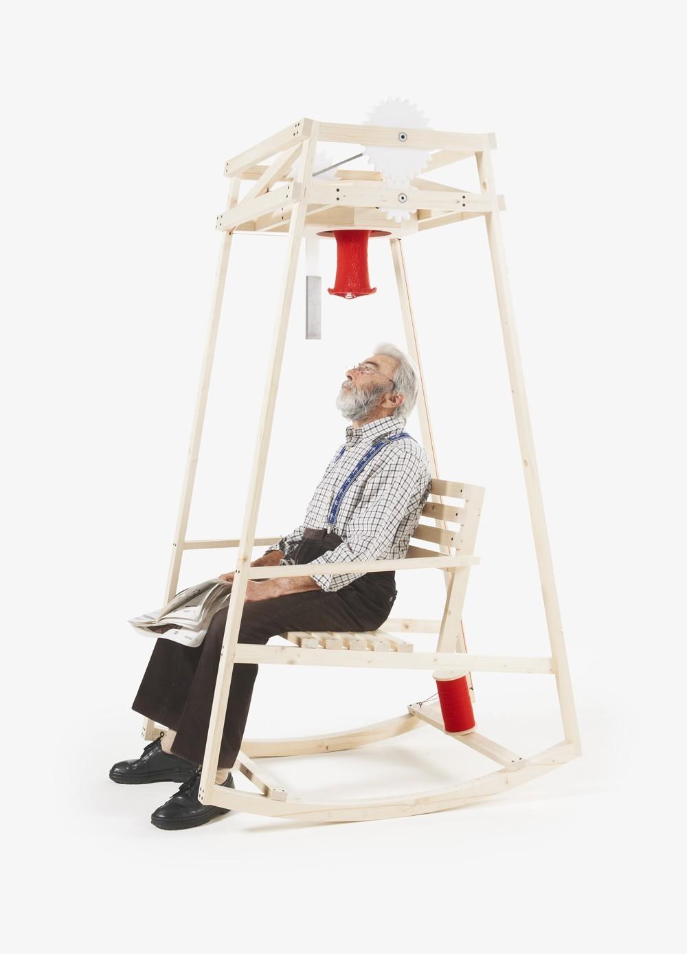 Кресло-качалка, которое свяжет вам шапку, пока вы читаете газету 1