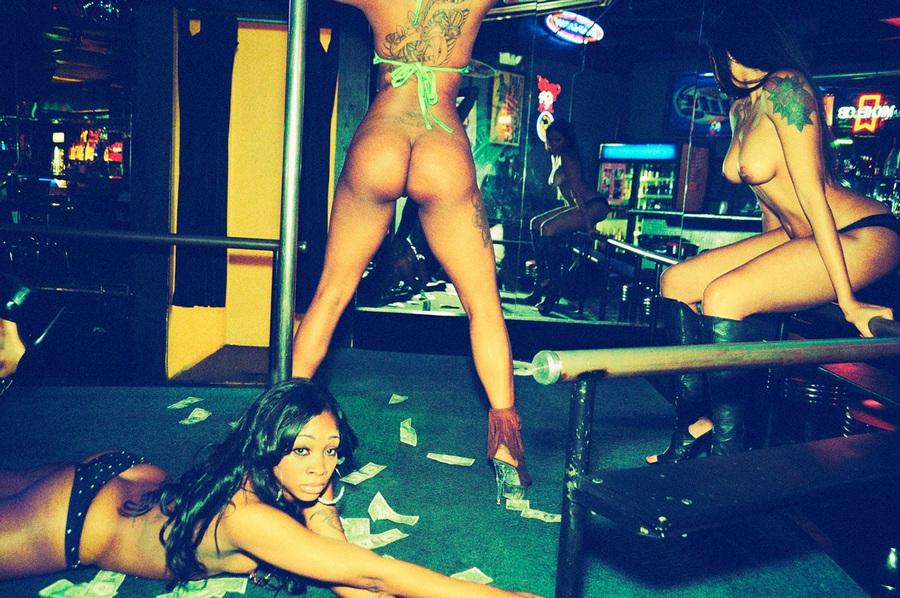 kak-viglyadit-striptiz