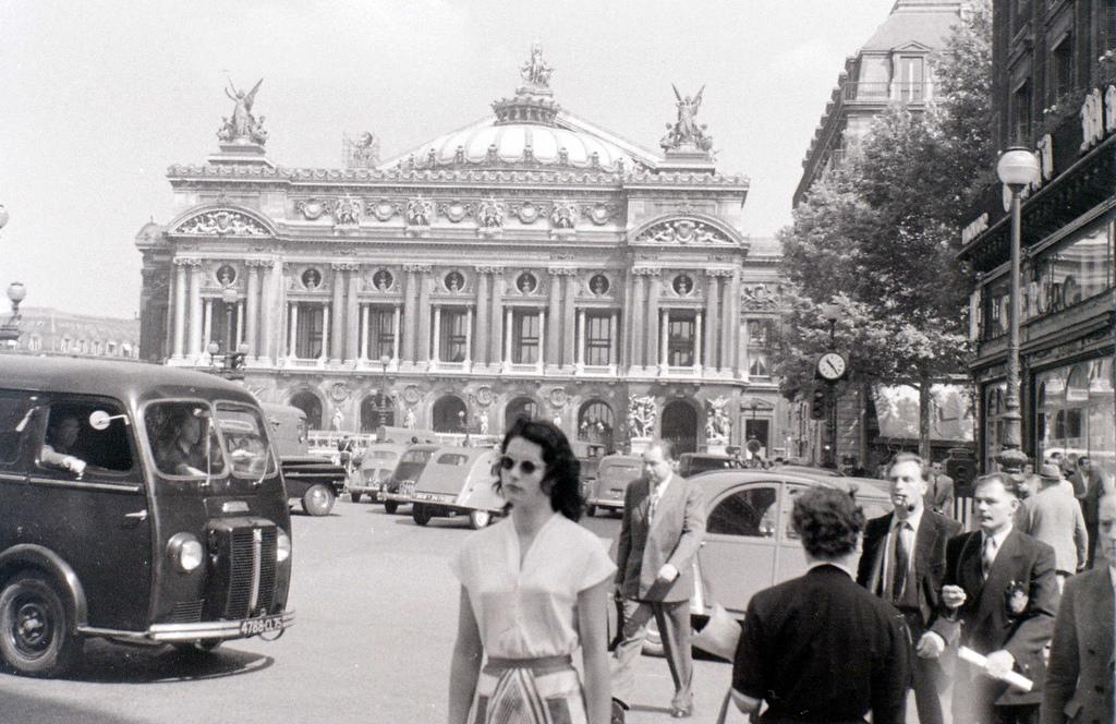 На экскурсию в Париж: столица Франции в объективе фотографа-любителя в 1955 году 12