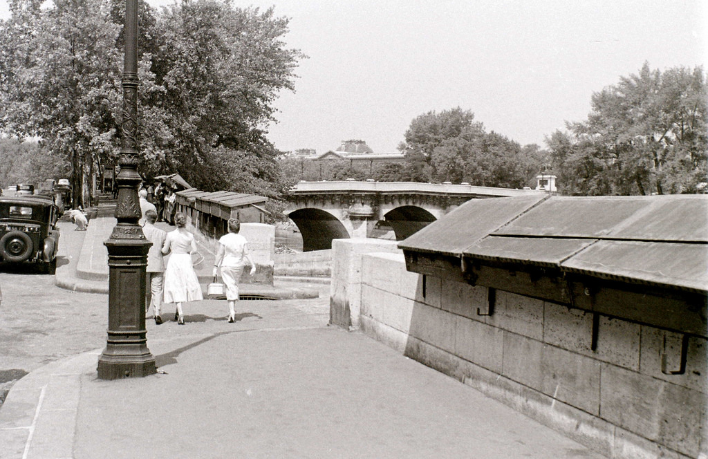 На экскурсию в Париж: столица Франции в объективе фотографа-любителя в 1955 году 17