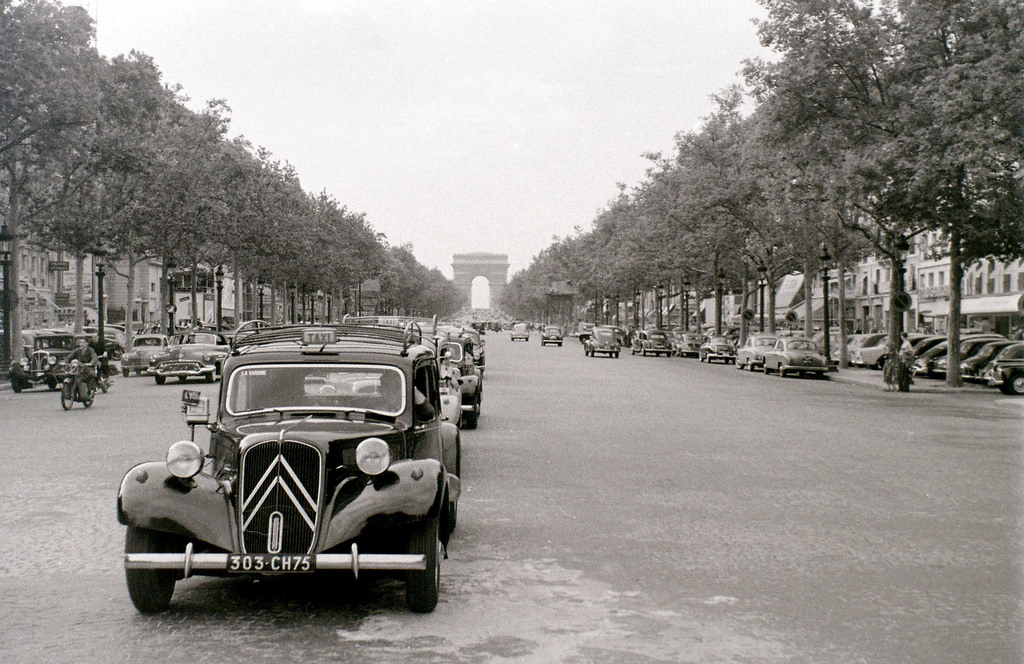 На экскурсию в Париж: столица Франции в объективе фотографа-любителя в 1955 году 20