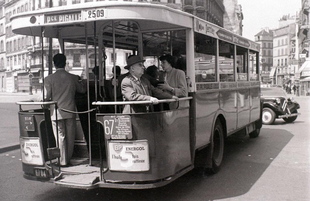 На экскурсию в Париж: столица Франции в объективе фотографа-любителя в 1955 году 35