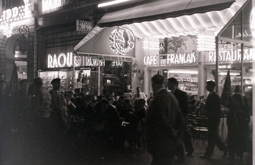 На экскурсию в Париж: столица Франции в объективе фотографа-любителя в 1955 году 38