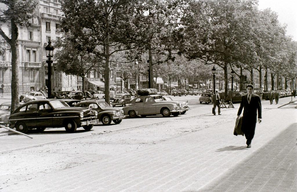 На экскурсию в Париж: столица Франции в объективе фотографа-любителя в 1955 году 41