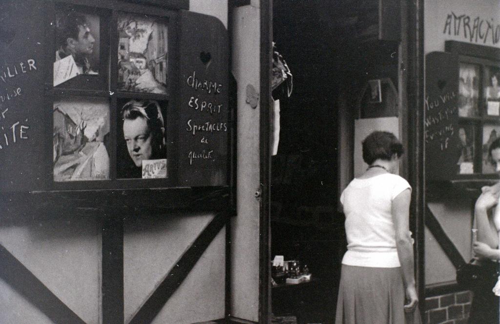 На экскурсию в Париж: столица Франции в объективе фотографа-любителя в 1955 году 50