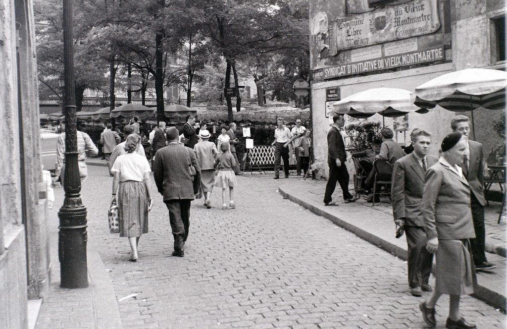 На экскурсию в Париж: столица Франции в объективе фотографа-любителя в 1955 году 54