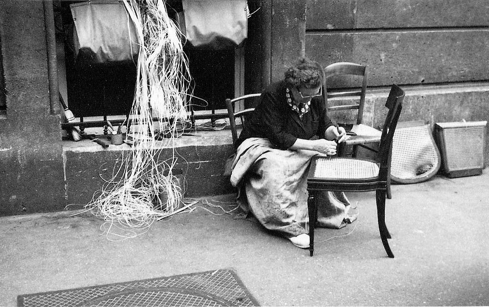 На экскурсию в Париж: столица Франции в объективе фотографа-любителя в 1955 году 60