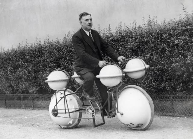 retro fotografii o strannyh velosipedah 16