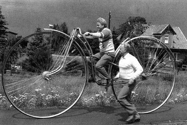 retro fotografii o strannyh velosipedah 20