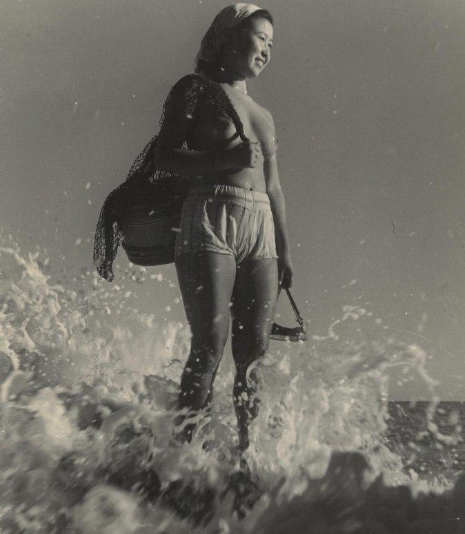 «Женщины моря». Фотограф Ивасе Ёсиюки 24