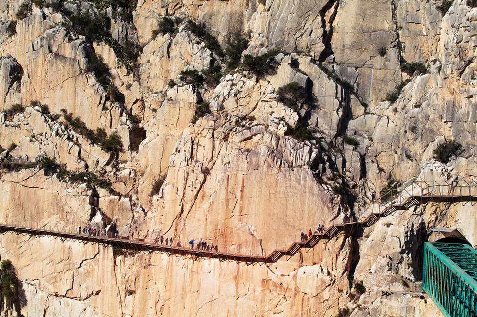 27 Most Dangerous Footpaths Around The World 3