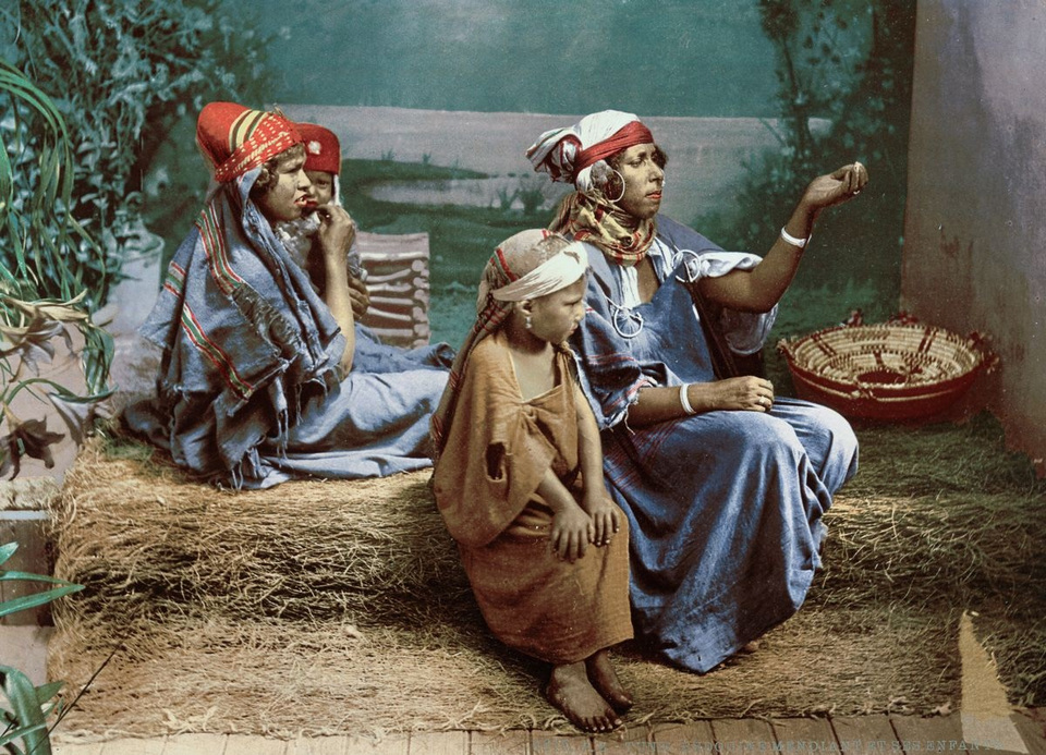 A family of Bedouin beggars Tunis