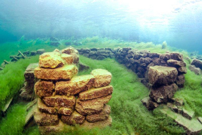 Подводные фотографии и видео норвежской Атлантиды: http://cameralabs.org/11067-podvodnye-fotografii-i-video-norvezhskoj-atlantidy