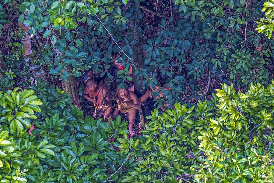 Неизвестное племя в джунглях Амазонии 1