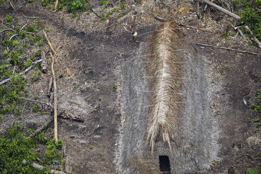 Неизвестное племя в джунглях Амазонии 5