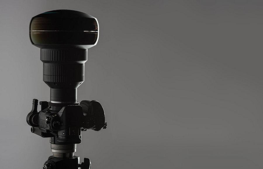 Этот объектив снимает в 360-градусов 1