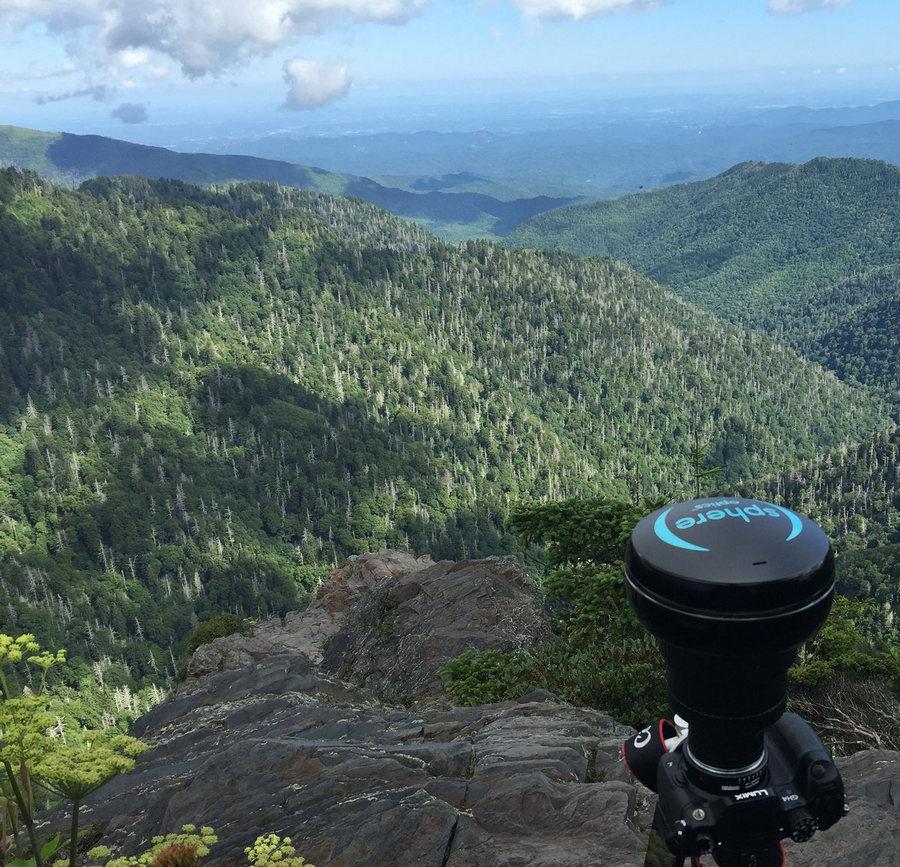 Этот объектив снимает в 360-градусов 4