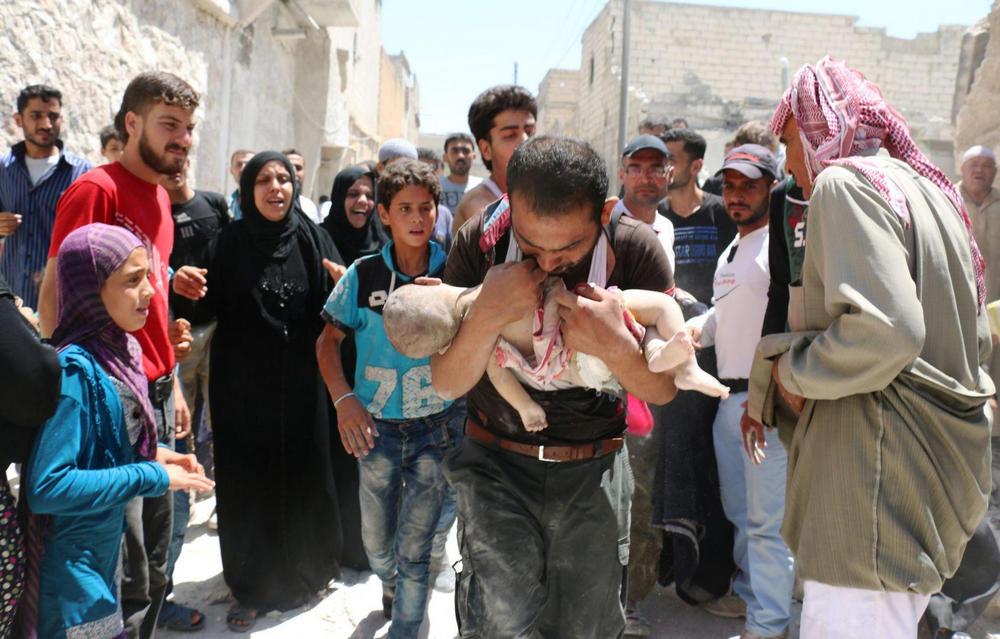 Спасаясь от завалов, Алеппо, Сирия - 1
