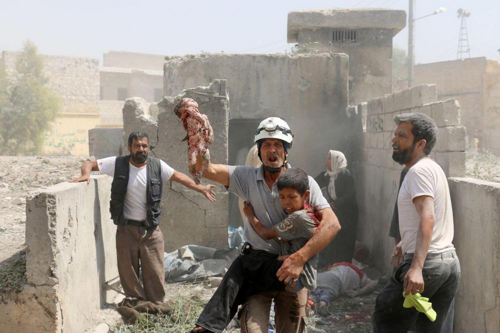 Спасаясь от завалов, Алеппо, Сирия - 2