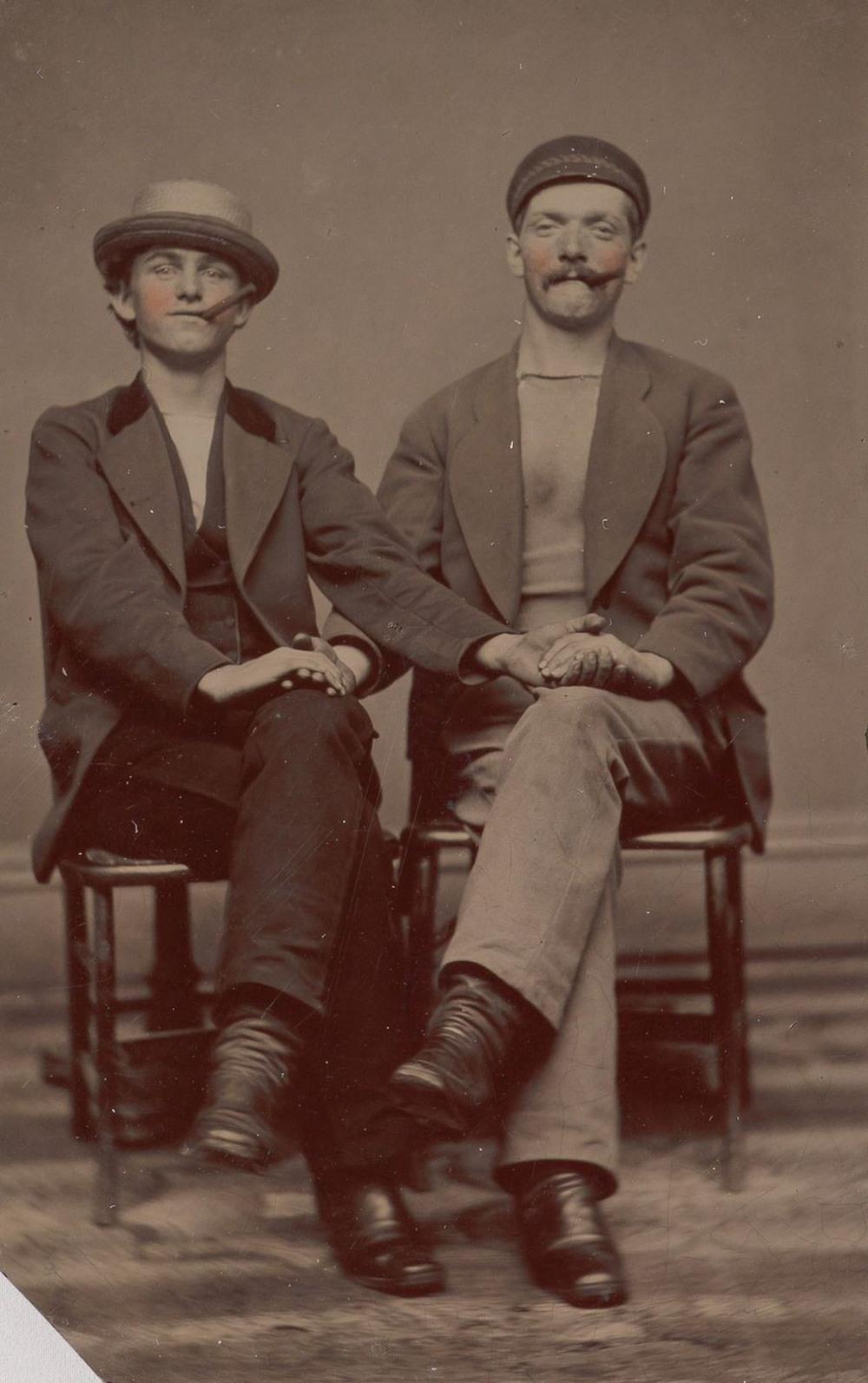 Броманс в викторианскую эпоху: интимные мужские объятия в редких фотографиях конца 1800-х годов  1