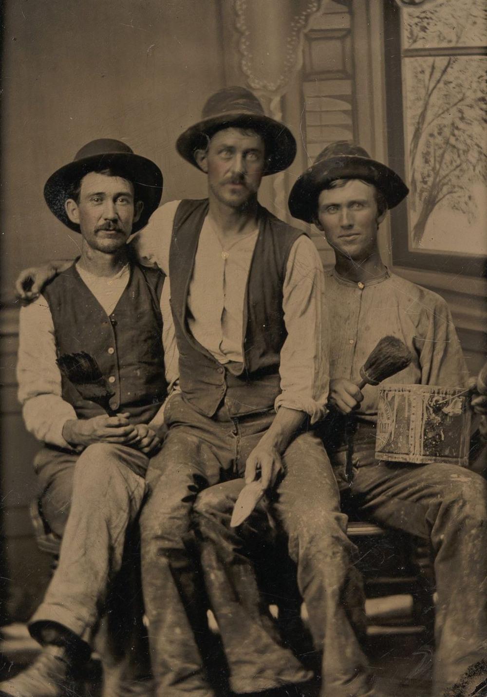 Броманс в викторианскую эпоху: интимные мужские объятия в редких фотографиях конца 1800-х годов  13