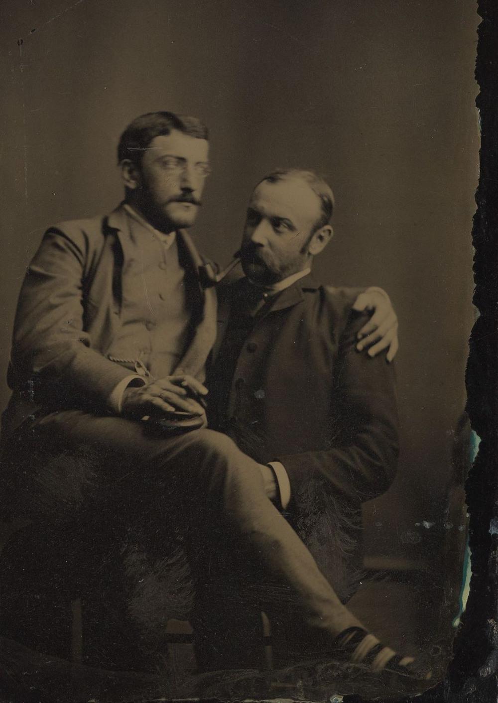 Броманс в викторианскую эпоху: интимные мужские объятия в редких фотографиях конца 1800-х годов  2