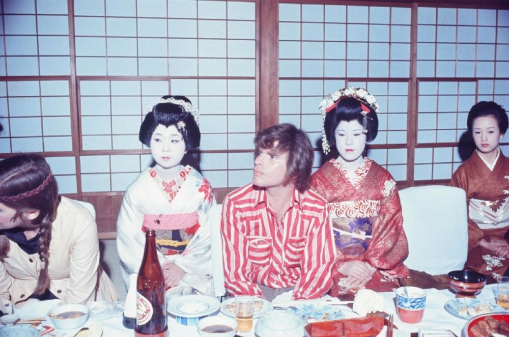 "Like ""Led Zeppelin"", ""Queen"", David Bowie and other rock stars traveled around Japan in the 1970s and 80s 10"