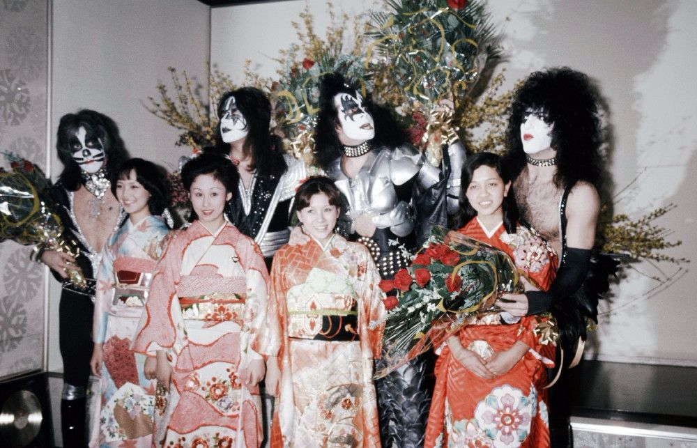 "Like ""Led Zeppelin"", ""Queen"", David Bowie and other rock stars traveled around Japan in the 1970s and 80s 4"