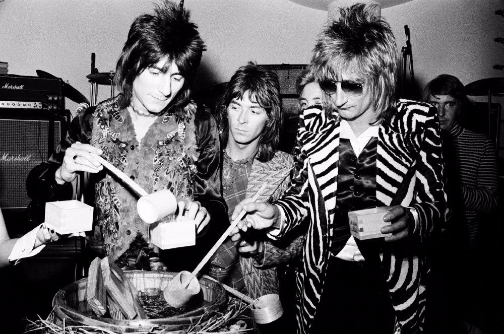 "Like ""Led Zeppelin"", ""Queen"", David Bowie and other rock stars traveled around Japan in the 1970s and 80s 9"