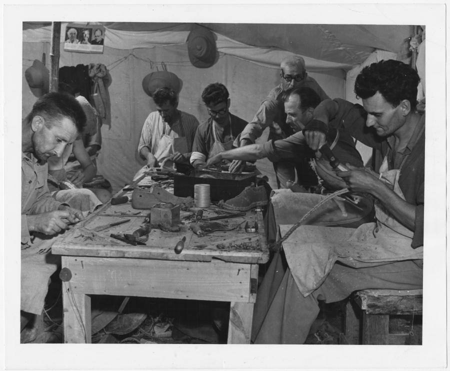 Фотографии европейских беженцев, спасавшихся во Вторую мировую войну на Ближнем Востоке от Суэца до Алеппо 1