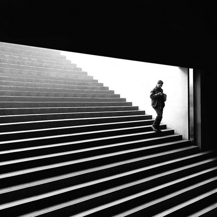 The play of light and shadows in the street shots Rui Veiga 14