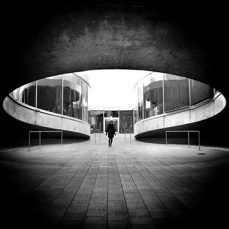 The play of light and shadows in the street shots Rui Veiga 7