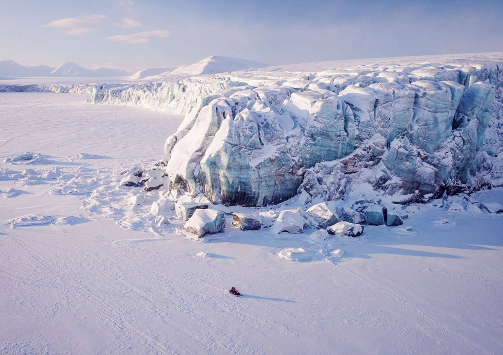 Ghosts of the Arctic: polar bears, reindeers and stunning landscapes of the polar archipelago 9