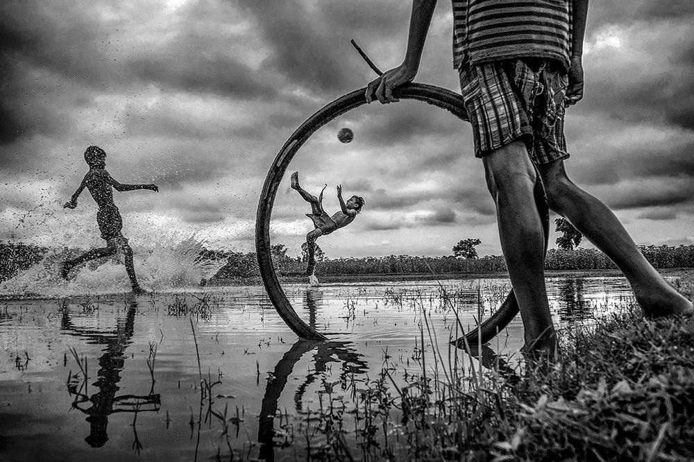 Победители конкурса чёрно-белой фотографии MonoVisions Photography Awards  23