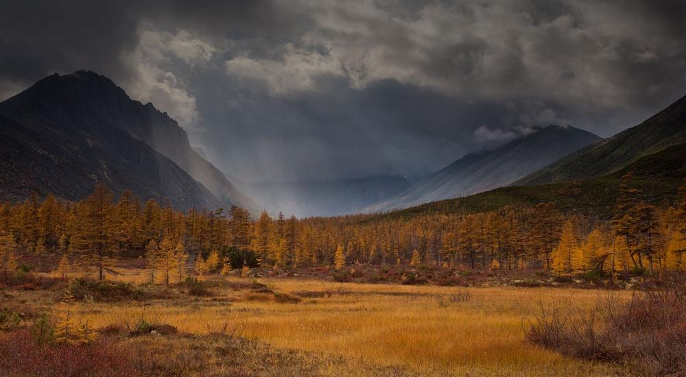 Осенняя Колыма, туманы Приморья, озёра и горы в пейзажных фотографиях Тони Андреевой 9