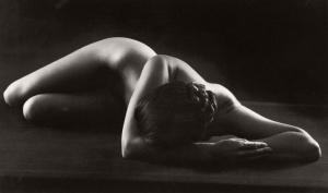 «Вечное тело» Рут Бернхард – работы величайшего фотографа во жанре ню
