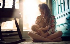 Пропаганда прилюдного грудного вскармливания в чудесных фотографиях Иветт Ивенс