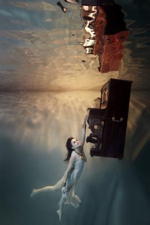 Иллюзорная и невесомая подводная фотосессия от Гарри Файта (Harry Fayt)