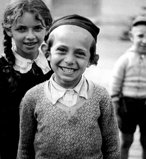 Исчезнувший мир: чёрно-белые фотографии евреев Романа Вишняка