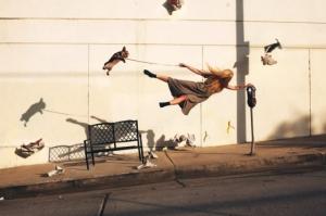 Сюрреализм и антигравитация в фотографиях Майка Демпси