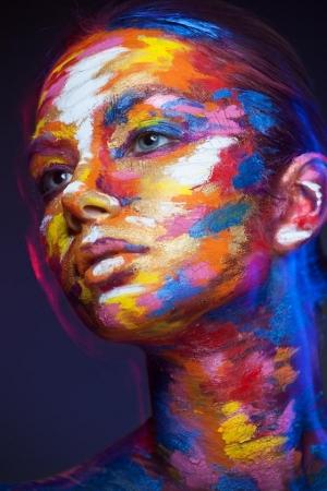 """Фотопроект """"2D or Not 2D"""" - портреты, которые выглядят как рисунки благодаря макияжу и перспективе"""